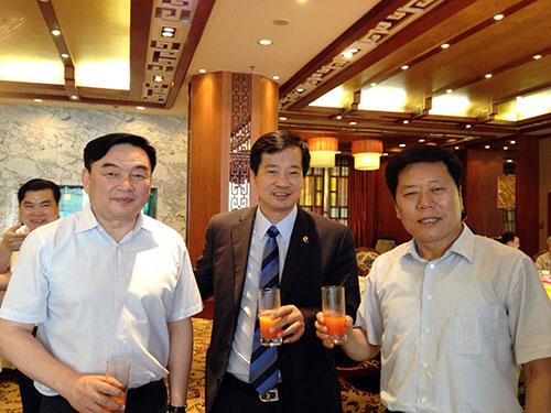 富迪陈怀德出席大学生村官创业培训班活动姜鸭仔视频图片