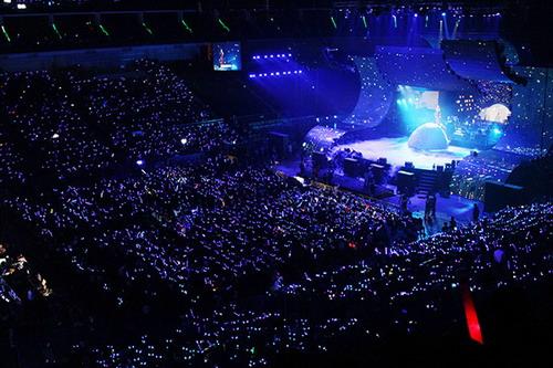 富迪独家冠名 张杰广州演唱会挑战惊险魔术图片