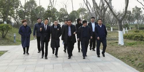 天津市体育局副局长李建中参观指导权健集团