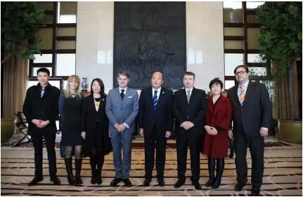 克罗地亚共和国驻华大使等一行莅临天狮参观