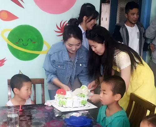 助力成长 蒙古国天狮事业伙伴关怀孤儿院孩子