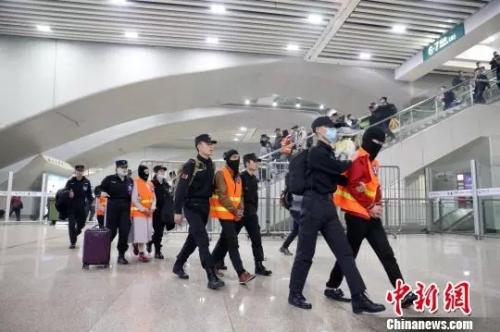 """深圳警方打掉跨省""""传销式""""网络交友诈骗团伙"""