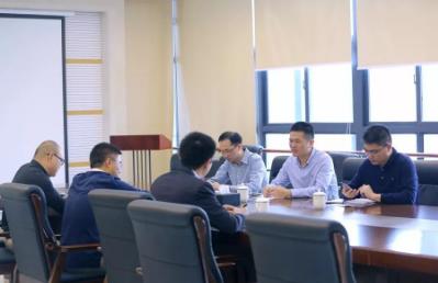 黄江镇商务局局长余叶章莅临太阳神慰问指导